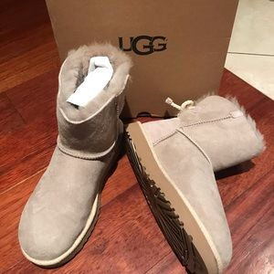 New in box UGG Selene boots oyster size 9